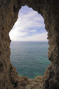 Free Natural Hole In A Rock Royalty Free Stock Images - 4391929