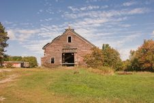 Free Barn In Summer Royalty Free Stock Photography - 4396387