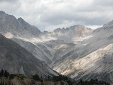 Free Mountain In Grey And Cream Stock Images - 447614