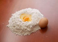Free Flour And Eggs Royalty Free Stock Photos - 4400458