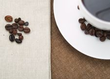 Free Coffee Cup And Coffee Beans Royalty Free Stock Images - 4401639