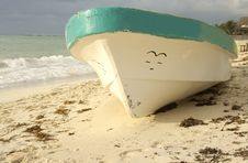 Free Old Boat On Shore Stock Image - 4404871