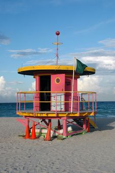 Free Pink Art Deco Lifeguard Tower In South Beach Royalty Free Stock Image - 4427196