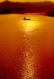 Free Under The Sunset River Royalty Free Stock Image - 4428646