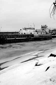 Free Industrial Ship In Winter Royalty Free Stock Photography - 4429917