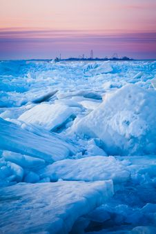 Free Lake Erie Ice Flow Royalty Free Stock Photos - 44208188