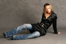 Free Glamor Girl Posing Royalty Free Stock Images - 4433189