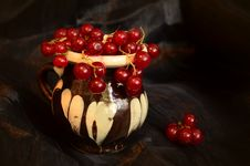 Free The Cup With Currants Stock Photo - 44396440