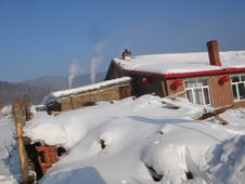 Free Chinese House In The Snow Royalty Free Stock Photo - 4442855