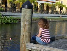 Free Little Girl Fishing From Dock Royalty Free Stock Image - 4443806