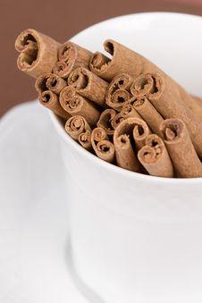 Free Cinnamon Sticks Royalty Free Stock Photography - 4444507