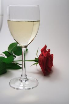 Free White Wine And Red Rose Royalty Free Stock Photo - 4444615