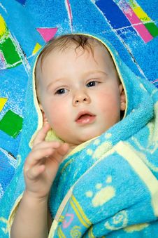 Free Baby After Bath Under Towel Royalty Free Stock Photos - 4451198