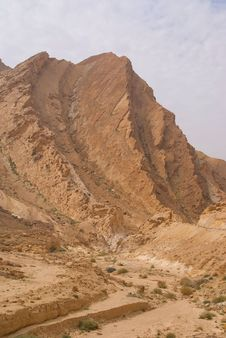 Free Small Crater In Negev Desert Royalty Free Stock Photos - 4451438