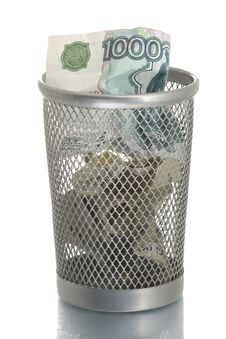 Free Mesh Trash Bin With Thousand Roubles Royalty Free Stock Images - 4453969