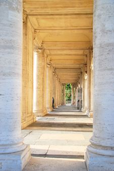 Free Roman Colonnade Royalty Free Stock Image - 4459556