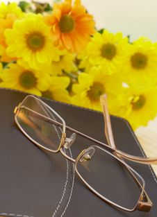 Free Bible With Flowers And Reading Glasses Royalty Free Stock Image - 4469346
