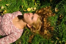 Free Relaxation On The Grass Royalty Free Stock Photography - 4478767