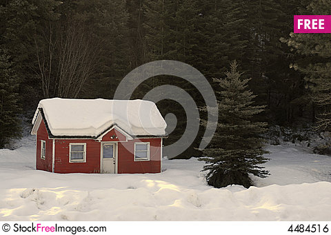 Free House Buried In Snow Royalty Free Stock Image - 4484516
