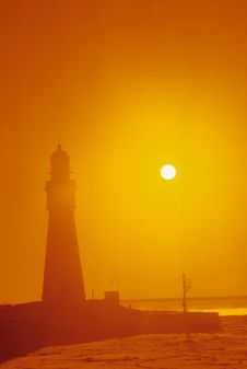 Free Lighthouse Through The Fog Royalty Free Stock Images - 4480949