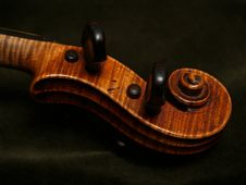 Free Violin Scroll On Dark Green Velvet Royalty Free Stock Photos - 4483938