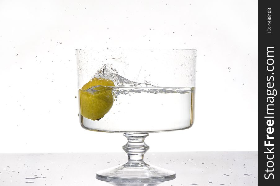Fresh lemon splash into water