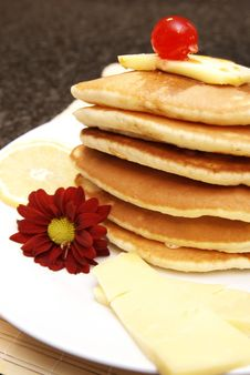 Stack Of Flapjacks With Syrup Royalty Free Stock Photography