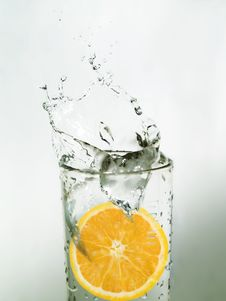 Orange Slice In Water Royalty Free Stock Photos