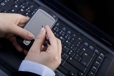 Businesswoman Holding Modern Mobile Pda Phone Royalty Free Stock Photos
