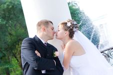 Free The Kiss Near The Column Royalty Free Stock Images - 4527779