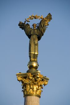 Free Angel Statue, Maydan Nezalejnosti, Kiev, Ukraine Stock Images - 4535564