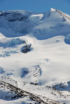 Free Snow Mountain Royalty Free Stock Photo - 4539175
