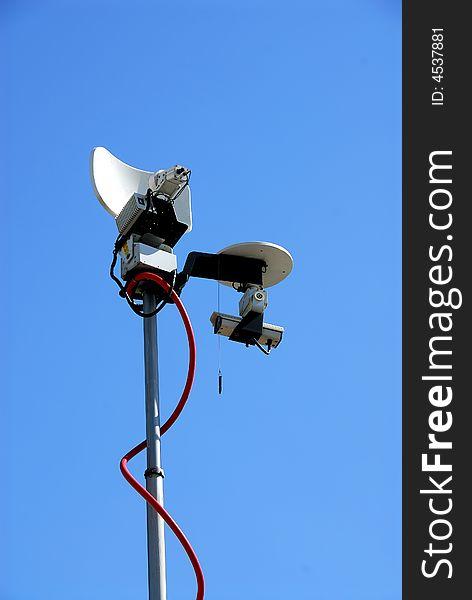 Antenna and camera