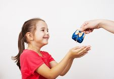 Free Mother Gives The Purse To A Little Girl Stock Photography - 45301962