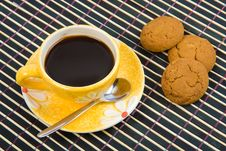 Free Cookies And Cup With Coffee On Bamboo Table-cloth Royalty Free Stock Images - 4542819
