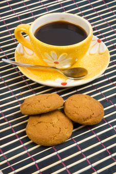 Free Cookies And Cup With Coffee On Bamboo Table-cloth Royalty Free Stock Photo - 4542855
