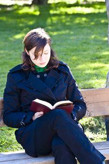 Free Young Woman Reading A Book Stock Photos - 4549953