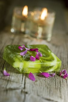 Free Green Soap And Candles Royalty Free Stock Photography - 4550187