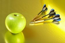 Free Apple And The Darts Royalty Free Stock Images - 4550429
