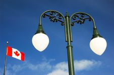 Free Lamp Post And Canadian Flag Royalty Free Stock Images - 4557299
