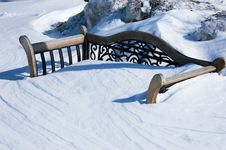 Free Snow Covered Bench Royalty Free Stock Image - 4557366