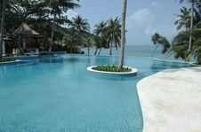 Free Tropical Hotel With Pool. Stock Photo - 4558910
