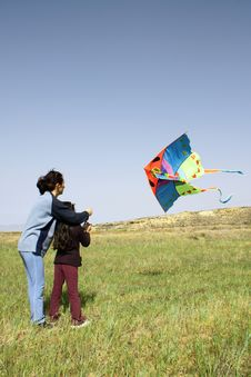 Free Mother And Daughter With Kite Royalty Free Stock Images - 4560729