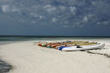 Free Kayaks On Beach Royalty Free Stock Images - 4562699