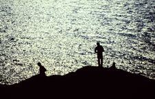 Silhouettes Of Fishermen By The Sea Royalty Free Stock Photography