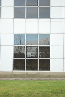 Free Black & White Office Building With Reflection Stock Photo - 4564930