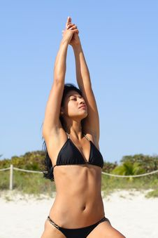 Free Woman Doing Yoga On The Beach Royalty Free Stock Photos - 4565108