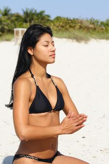 Free Woman Doing Yoga On The Beach Royalty Free Stock Photography - 4565257