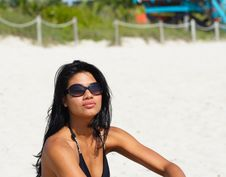 Free Woman With Sunglasses On The Beach Royalty Free Stock Photos - 4565278