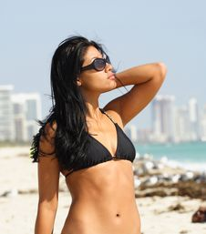 Free Woman With Sunglasses On The Beach Stock Photography - 4565302